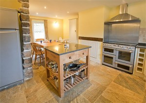 Dovedale Holiday Cottage Kitchen